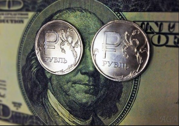 Курс рубля полностью зависит от решений ЦБ, а не от цен на нефть